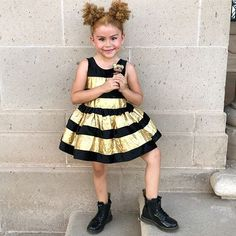 """Queen Bee """"whats the buzz honey"""". Diy Doll Costume, Bee Halloween Costume, Halloween Queen, Fiesta Outfit, Bee Party, Up Costumes, Queen Hair, Lol Dolls, Pirate Party"""
