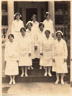 Old Photo - Nurses in Uniform - The Graphics Fairy