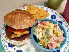Nieuw recept: Salsa burger met jalopeno's en crème fraîche:  Een hamburger af en toe is altijd lekker, zeker als je hem zelf hebt gemaakt. Je bent bewust van wat je er tussen legt en kan hem naar eigen wensen aanpassen. Deze salsa burger is bijzonder lekker, hij is fris, zoet, pittig en vooral lekker zomers. Dit wordt vast de hit op de BBQ, want een vlees burger kan gerust ook gebruikt worden.  http://wessalicious.com/salsa-burger-met-jalopenos-en-creme-fraiche/