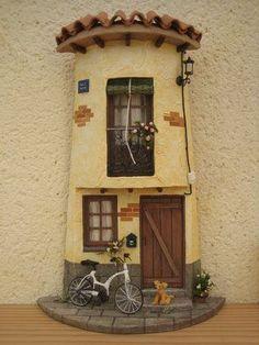 Tejas decoradas Clay Fairy House, Fairy Houses, Diy Dollhouse, Dollhouse Miniatures, Clay Flower Pots, Tile Crafts, Clay Fairies, Clay Houses, Clay Tiles