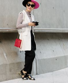 seoul-fashion-week-spring-2016-street-style-08/LOOK AT THE SHOES!