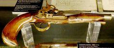Pistola a chispa. 1680-1714. Autor desconocido. Madera y metal. Depósito del Museo de San Telmo.  Gun spark. 1680-1714. Unknown author. Wood and metal. Depot Museum San Telmo