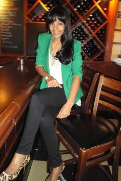 Green jacket or cardigan, white top, black pants, leopard heels, weekend outfit Green Cardigan Outfit, Green Blazer, Cardigan Outfits, Casual Work Outfits, Work Attire, Cool Outfits, Winter Outfits, Green Fashion, Work Fashion