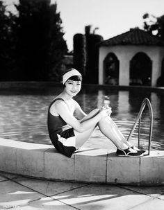 Anna May Wong: The first Chinese American film star and the first Asian American to achieve international stardom at the time. Golden Age Of Hollywood, Vintage Hollywood, Hollywood Glamour, Hollywood Actresses, Classic Hollywood, Anna May, Pictures Of Anna, Vintage Bathing Suits, Bagdad