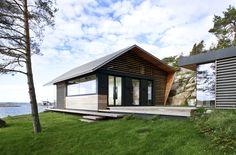 Image 8 of 15 from gallery of Cabin Østfold / Lund+Slaatto Architects. Photograph by Marte Garmann