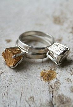 Special rings in gold plated | Rough silver deges | Sparkling metal
