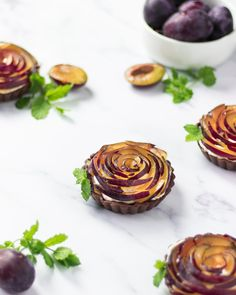 Zwetschken-Schokotartelettes - Bites of Delight Mango Cupcakes, Marzipan, Mascarpone Creme, Artichoke, Vegetables, Food, Cacao Powder, New Recipes, Raspberries