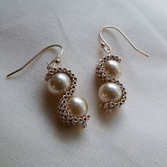 """Simple and nice - glass pearls wrapped in """"s"""" curved of peyote stitched seed beads swimsuit Seed Bead Jewelry, Bead Jewellery, Seed Bead Earrings, Beaded Earrings, Jewelery, Seed Beads, Pearl Jewelry, Jewelry Crafts, Handmade Jewelry"""