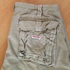True Religion cargo shorts Khaki men's or women's true religion cargo shorts with button and drawstring waist as well as back button pockets and 2 side cargo pockets. Size 36 True Religion Pants Ankle & Cropped