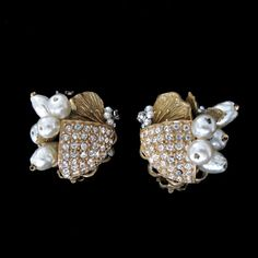 Vintage 1960's Romantic Faux Pearl and Crystal Earrings by Robert from Vintage Jewelry Girl! #vintageearrings #vintagejewelry #vintagejewellery