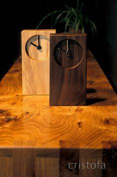 wooden clocks standing on an elm sideboard - cristofa Small Wood Projects, Scrap Wood Projects, Woodworking Projects, Wooden Gifts, Wooden Diy, Deco Studio, Wall Clock Design, Diy Clock, Wood Clocks
