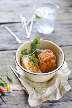 Tahu isi (stuffed tofu)