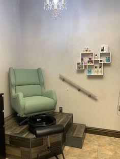 Home Beauty Salon, Home Nail Salon, Hair Salon Interior, Nail Salon Design, Beauty Salon Decor, Salon Interior Design, Spa Room Decor, Beauty Room Decor, Pedicure Station