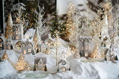 Are you curious about the hottest Christmas decoration trends that are presented for this year? Do you want to get a new Christmas decoration idea tha... - Christmas Decoration Trends 2017 (36) .