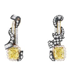 Grand in scale and opulence, Dior's latest high jewellerycollectioncaptures thelavishness of the Palace of Versailles.