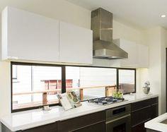Doble ventanas colgadas hizo esta cocina es más refrescante y limpia. Usted consigue ver el 100% de las plantas exteriores y del sol que ...