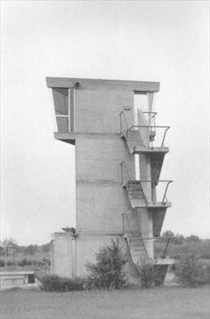 1960 Bâtiments de l'écluse, Kembs-Niffer, France. Cette écluse est située entre Bâle et Mulhouse sur le canal du Rhône au Rhin, au point de raccordement de celui-ci sur le canal du Rhin. Fondation Le Corbusier