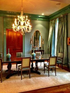 Suzanne Kasler, turquoise dining room in Atlanta Buckhead home, i might add bits of coral color to pop it Luxury Dining Room, Dining Room Sets, Dining Room Design, Turquoise Dining Room, Living Colors, Dream Rooms, Beautiful Interiors, House Rooms, Modern Interior Design
