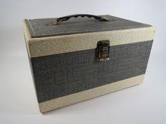 #vintageshop #vintagestore #vintageshopping #vintagelover #vintageforever #mcm #1950s #midcentury #vintagesewing #vintagebag #vintagetravel #beehiveboutique