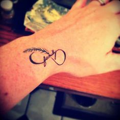 31 Infinity Tattoo Designs That Will Last For a Lifetime - Design of Tattoos Future Tattoos, Love Tattoos, Beautiful Tattoos, New Tattoos, Girl Tattoos, Tattoos For Guys, Tattoos For Women, Tatoos, Feather Tattoos