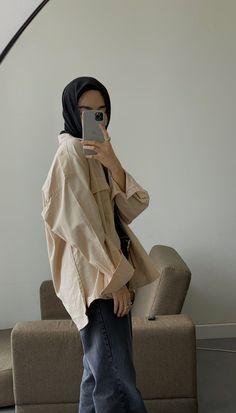 Modern Hijab Fashion, Street Hijab Fashion, Muslim Women Fashion, Fashion Outfits, Casual Hijab Outfit, How To Pose, Mode Hijab, Minimalist Fashion, Inspiration