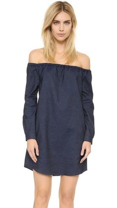 ¡Cómpralo ya!. Rag & Bone/Jean Off The Shoulder Dress - Indigo. A simple off shoulder Rag & Bone/JEAN shift dress with a subtly rounded hem. Long sleeves with button cuffs. Unlined. Fabric: Chambray. 100% cotton. Wash warm. Made in the USA. Imported materials. Measurements Length: 29.5in / 75cm, from shoulder Measurements from size S. Available sizes: L,M,S,XS , vestidoinformal, casual, informales, informal, day, kleidcasual, vestidoinformal, robeinformelle, vestitoinformale, día. Vestido…