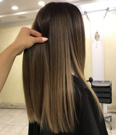 Here's Every Last Bit of Balayage Blonde Hair Color Inspiration You Need. balayage is a freehand painting technique, usually focusing on the top layer of hair, resulting in a more natural and dimensional approach to highlighting. Brown Ombre Hair, Ombre Hair Color, Hair Color Balayage, Hair Highlights, Balayage Blond, Bayalage Brunette, Color Highlights, Balayage Hair Brunette Straight, Brown Straight Hair