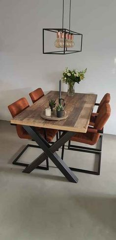 Sloophouten tafel met stalen X-frame industriele woonkamer door Houtenmeubelshop met cognac leren stoelen Home Living Room, Interior, Home, Dining Room Design, House Interior, Living Room Grey, Dining Room Decor, Living Room Inspiration, Home And Living