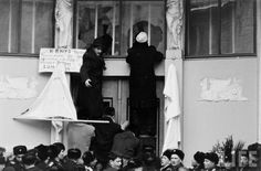 Moscow crowd attacking Belgian embassy in 1961, after Patrice Lumumba's murder