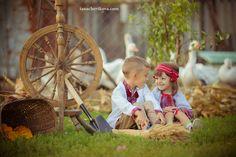 Дети в вышиванках, фотосессия национальный костюм , дети и гуси, фотосессия в деревне