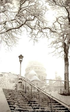 Snowy Day.. Montmartre, Paris, France (by 9teen87's Postcards on Flickr)