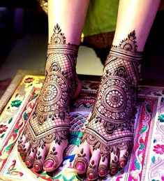 Give a perfect touch to your bridal appearance by having beautiful and simple mehndi designs for legs. These bridal mehandi designs for feet/foot will surely bring you tons of attention! Mehandi Designs, Mehndi Designs Feet, Latest Bridal Mehndi Designs, Henna Art Designs, Mehndi Design Pictures, Wedding Mehndi Designs, Dulhan Mehndi Designs, Beautiful Henna Designs, Simple Mehndi Designs