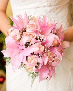 Buquê de noiva: rosas e lirios