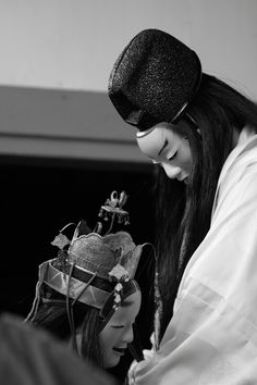 Japanese traditional Noh theater Japanese History, Japanese Culture, Geisha, Mono Japan, Noh Theatre, Japanese Mask, Art Premier, Art Japonais, Portraits