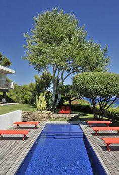 Les piscines étroites et tout en longueur sont tendances ! #piscine #design