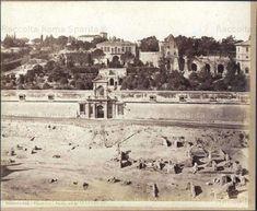 Palatino, Orti Farnesiani, ingresso davanti la loggia degli Orti e l'Uccelliera del Vignola demolita nel 1882 Anno: 1880 'ca