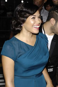 "America Ferrera Glows On ""End of Watch"" Red Carpet"
