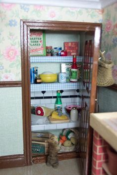 Grocery and food printable for doll house - the web link takes you to a site where there are loads of printables for doll houses