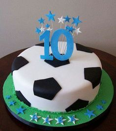 Just make football cake yourself- Fußball-Torte einfach selber machen Just make football cake yourself - Fondant Cakes, Cupcake Cakes, Soccer Ball Cake, Soccer Party, Soccer Cakes, Soccer Birthday Cakes, Sofia Birthday Cake, 7th Birthday, Birthday Ideas