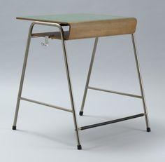 Arne Jacobsen : Munkegård school desk (c.1955)