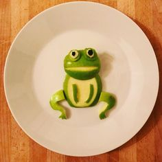 Quak Quak, happy Sunday to all of you 🐸 frog grannysmith vegan breakfast breakfastideas breakfas Food Art For Kids, Food Kids, Breakfast For Kids, Vegan Breakfast, Healthy Meals For Kids, Kids Meals, Happy Sunday, Kids Dishes, Food Artists