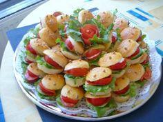 Minižemličky - Žabky, recept | Naničmama.sk Sandwich Cake, Sandwiches, Caprese Salad, Fruit Salad, Thing 1, Finger Foods, Banquet, Potato Salad, Food And Drink