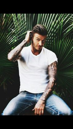 It must have been hard for People Magazine to choose from the list handsome of male celebrities, but soccer legend David Beckham has earned the title of Sexiest Man of Alive Style David Beckham, Fashion Business, Raining Men, Attractive Men, Good Looking Men, Tom Hardy, Man Crush, Stylish Men, Gorgeous Men