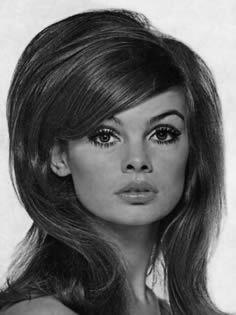 Vintage Makeup If I go Trek @ Halloween, kinda need the Hair 1960 Hairstyles, Vintage Hairstyles, Cool Hairstyles, Fashion Hairstyles, Wedding Hairstyles, Jean Shrimpton, Chrissie Shrimpton, 60s Makeup And Hair, Makeup Style