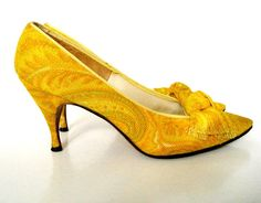Vintage 60's Herbert Levine Yellow Paisley Linen Bow Pumps Shoes 8N on Etsy, $65.00