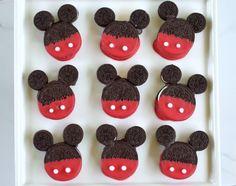 Einfache Mickey Mouse Cookie-Leckereien Wie stellen wir FRIYAY im Sommer, fragen Sie? Easy Mickey Mouse Cookie Treats and a new episode of Mickey and the Mickey Mouse Cookies, Minnie Mouse, Disney Cookies, Mickey Mouse Clubhouse Party, Mickey Mouse Parties, Mickey Party, Mickey Mouse Birthday, 2nd Birthday, Birthday Parties