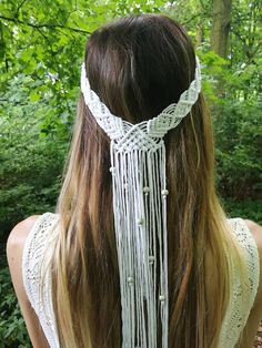 This macrame headpiece was handmade with soft, natural white cotton rope. Delicately knotted to fit snugly around the head. The perfect accessory to wear for some fringy fun at festivals or for a unique boho bridal look! Macrame Design, Macrame Art, Macrame Projects, Macrame Headband, Boho Headband, Macrame Necklace, Hippie Headbands, Boho Headpiece, Wire Earrings
