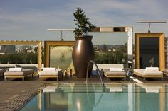 SLS Hotel at Beverly Hills is a luxury design hotel in Beverly Hills, Los Angeles. SLS Hotel Beverly Hills offers a rooftop pool, spa & Bazaar restaurant. Philippe Starck, Beverly Hills, Designer Français, South Shore Decorating, Hotel Pool, Beautiful Pools, Cool Pools, Pool Designs, Architecture