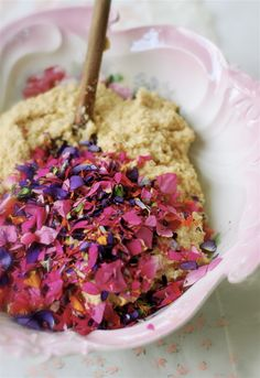 fairy cake recipe- this could be fun for Beltane, Litha or Lughnasad Beltane, Fairy Food, Fairy Cakes, Flower Food, Edible Flowers, Real Flowers, Let Them Eat Cake, Just Desserts, Cake Recipes
