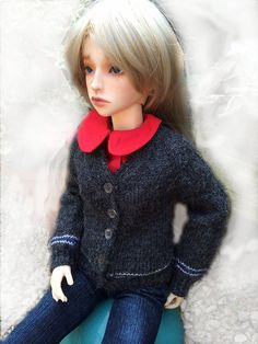 BJD SD13 and SD16 custom cardigan made from yarn and by MizouBJD